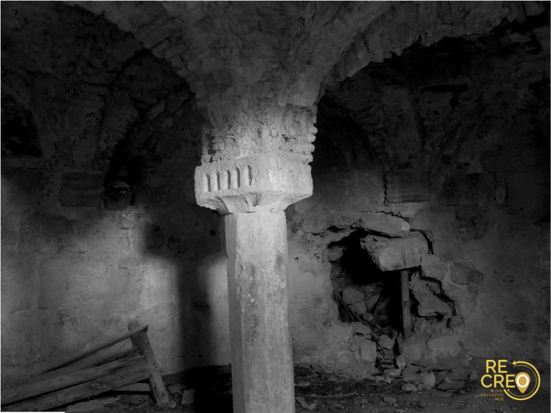 L'interno della piccola cripta di Giugnano quasi intatto, un tempo parte di un edificio oggi scomparso