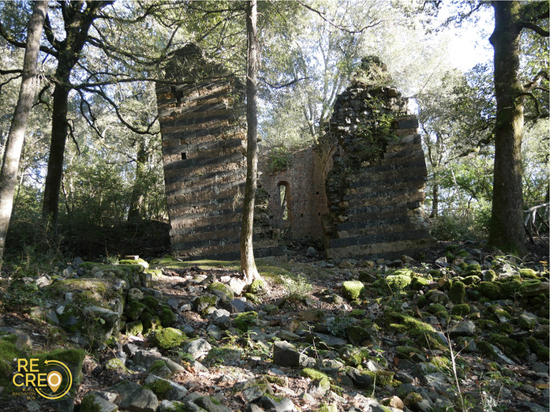 I ruderi dell'eremo pendente di Montespecchio, testimonianza di passata ricchezza